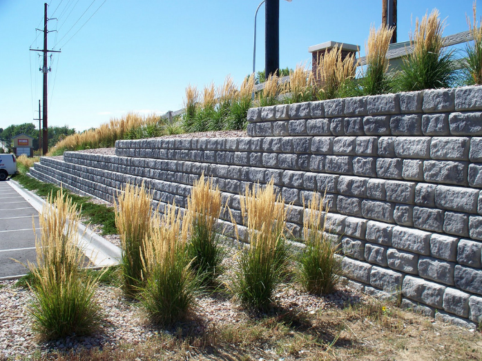 this is an image of retaining wall in Aliso Viejo